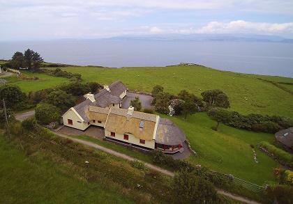 ferienhaus irland in kerry carraiglea das traditionelle cottage liegt traumhaft direkt am meer. Black Bedroom Furniture Sets. Home Design Ideas